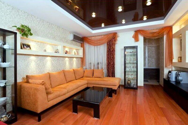 Кофейный натяжной потолок в интерьере фото