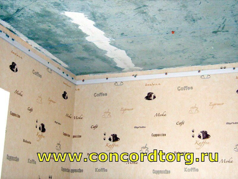 Натяжные потолки лучше делать до обоев или после
